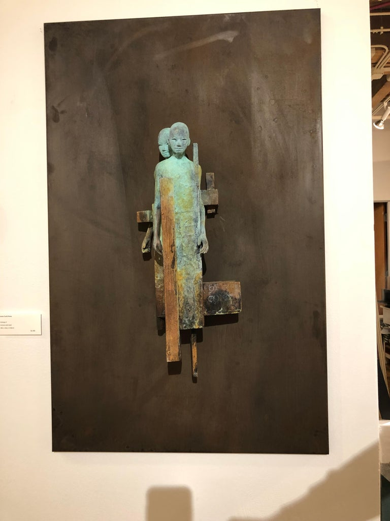 Dialogo II - Bronze Wall Sculpture With Verdegris, Rust Patina and 2 Figures For Sale 1