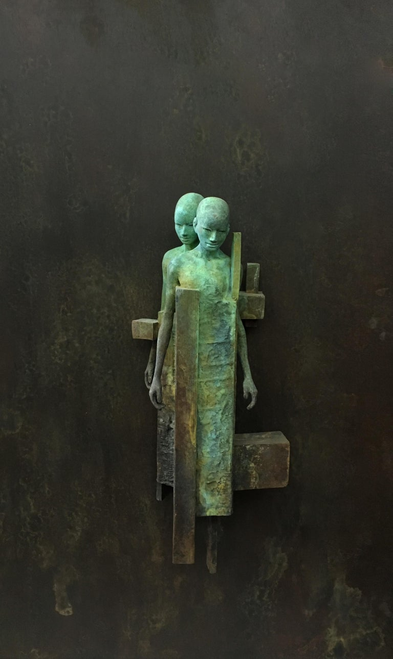 Dialogo II - Bronze Wall Sculpture With Verdegris, Rust Patina and 2 Figures - Gold Figurative Sculpture by Jesus Curia Perez