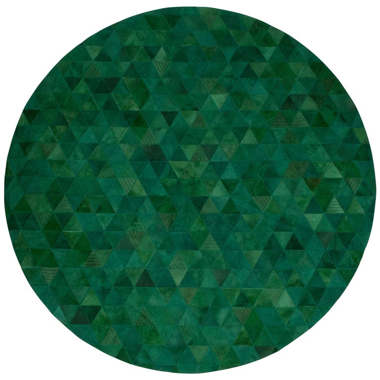 Jewel green Round Trilogia Emerald Customizable Cowhide Area Rug Large For Sale