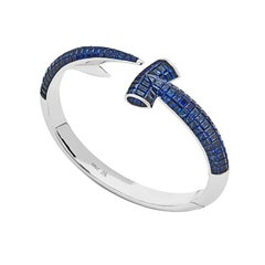 Jewels Verne Hammerhead 18 Karat White Gold and Blue Sapphires Bangle