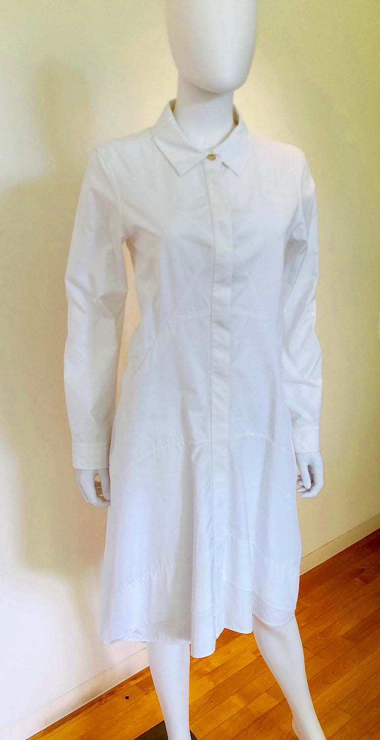 Offered is a Jil Sander size 40 white cotton fitted bodice flared skirt long sleeve button down handkerchief casual day dress.   Jil Sander White cotton / fitted bodice / flared skirt / long sleeve / button down / handkerchief hem     below the
