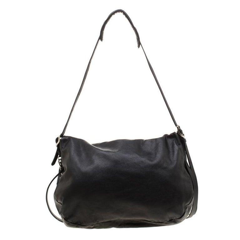 Take your style a notch higher with this Biker Chain hobo from Jimmy Choo. Cut out from black leather, the bag features a single shoulder strap with loose ends, a spacious suede interior and biker chain detail hanging over the full flap. This hobo