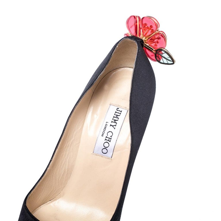 Jimmy Choo Black Satin Plastic Flower Clip Pointed Toe Pumps Size 37 For Sale 3