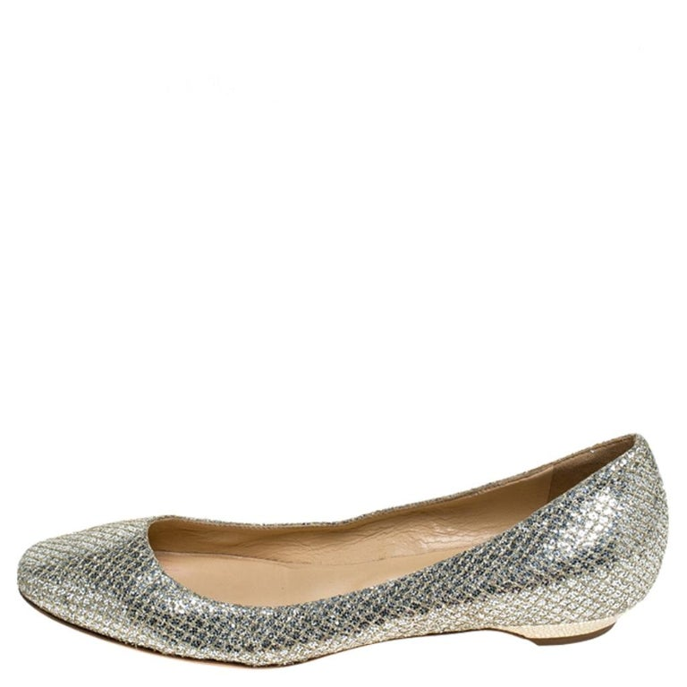 For a laidback yet stylish ensemble pick these this pair of flats from Jimmy Choo that speaks nothing but comfort and fabulous design. They've been crafted with metallic gold glitter fabric and have a shimmery effect all over. The comfy flats,