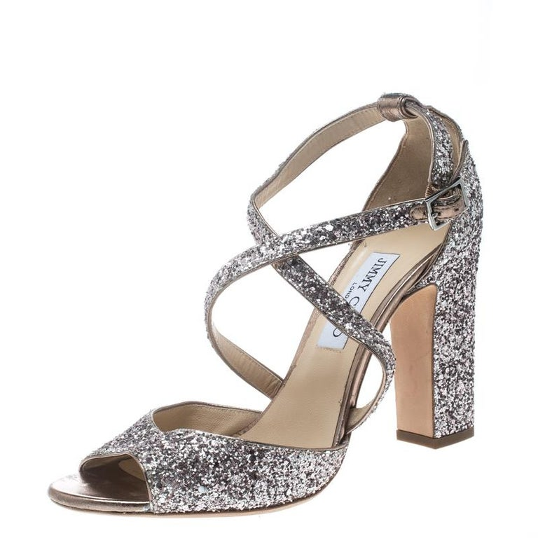 Exquisite, enchanting and ready to leave you mesmerized, these Carrie sandals from Jimmy Choo deserve a very special place in your wardrobe! The metallic rose sandals are crafted from coarse glitter and feature an open toe silhouette. They flaunt