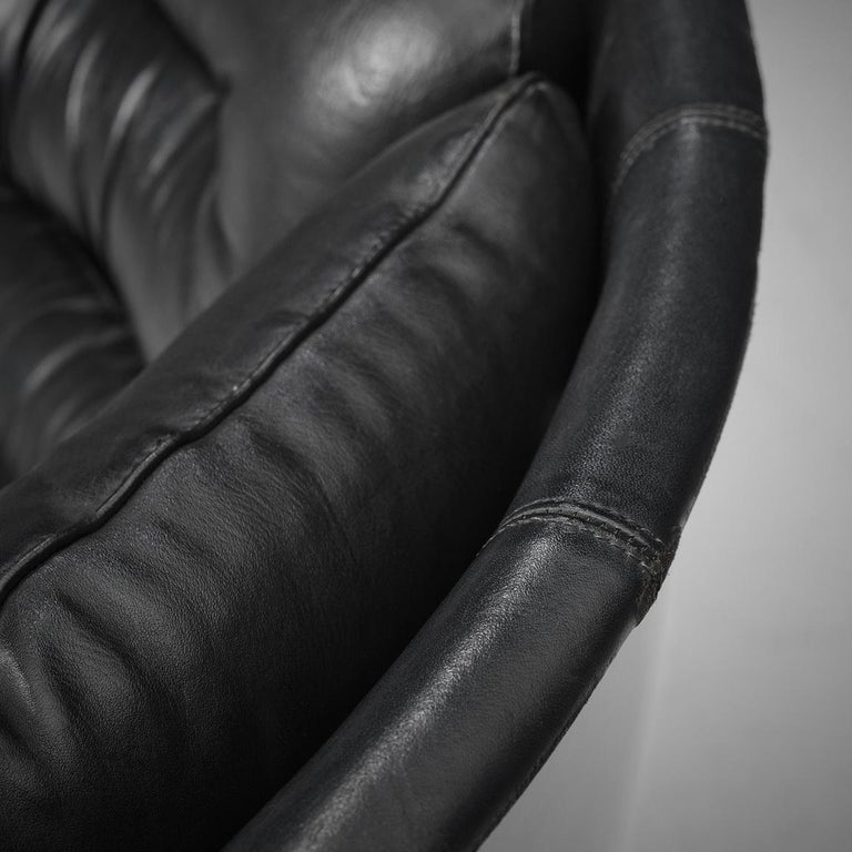 Joe Colombo Iconic 'Elda' Lounge Chair in Black Leather and Fiberglass In Good Condition For Sale In Waalwijk, NL