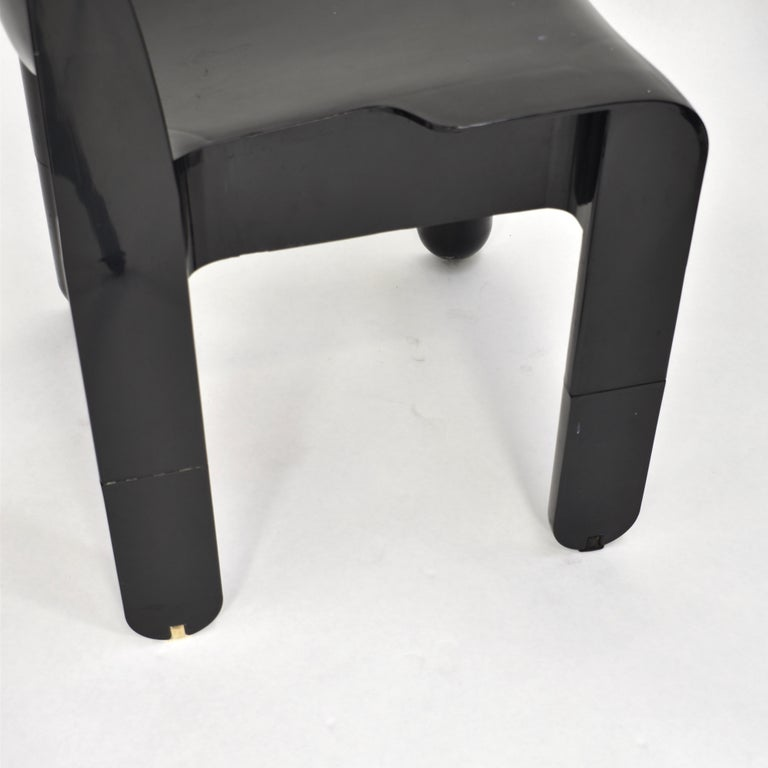 Joe Colombo Universale Plastic Chairs by Kartell, Italy, 1967 For Sale 10