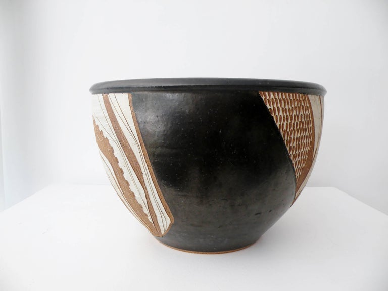 Hand-Crafted Joel Edwards Abstract California Studio Pottery Large Bowl or Planter For Sale