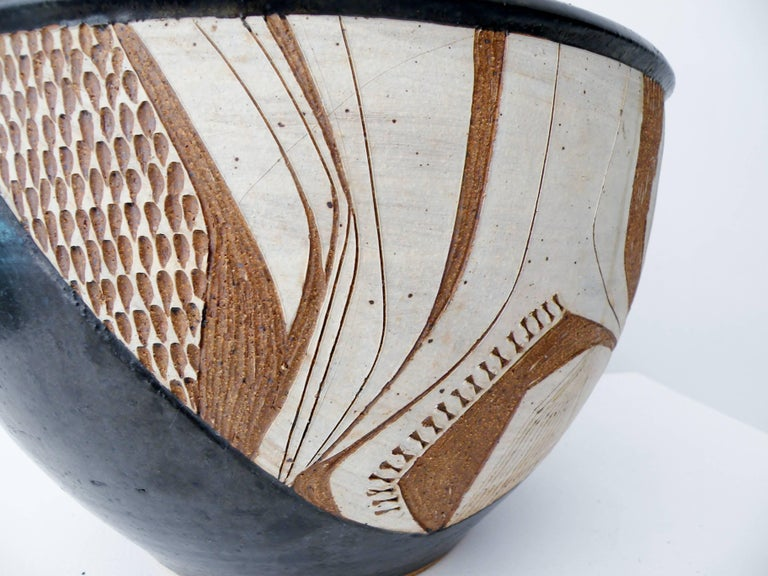 Joel Edwards Abstract California Studio Pottery Large Bowl or Planter In Excellent Condition For Sale In Denver, CO