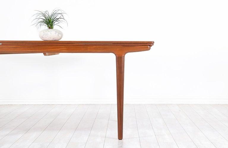 Johannes Andersen Draw Leaf Dining Table for Uldum Møbelfabrik For Sale 4