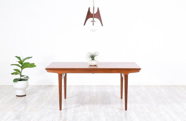 Mid-Century Modern Johannes Andersen Draw Leaf Dining Table for Uldum Møbelfabrik For Sale