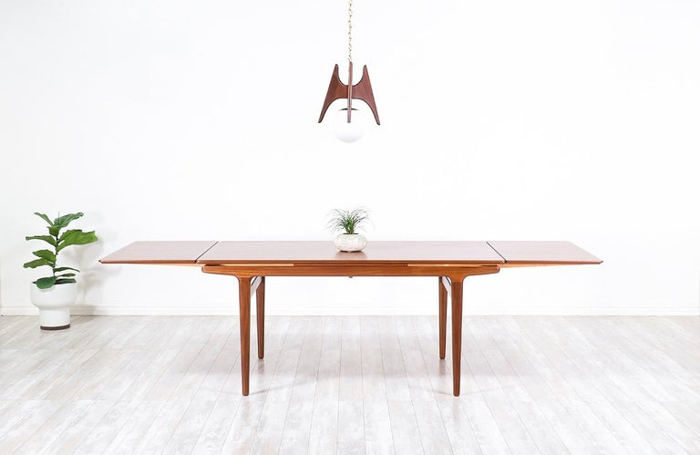 Johannes Andersen Draw Leaf Dining Table for Uldum Møbelfabrik In Excellent Condition For Sale In Los Angeles, CA