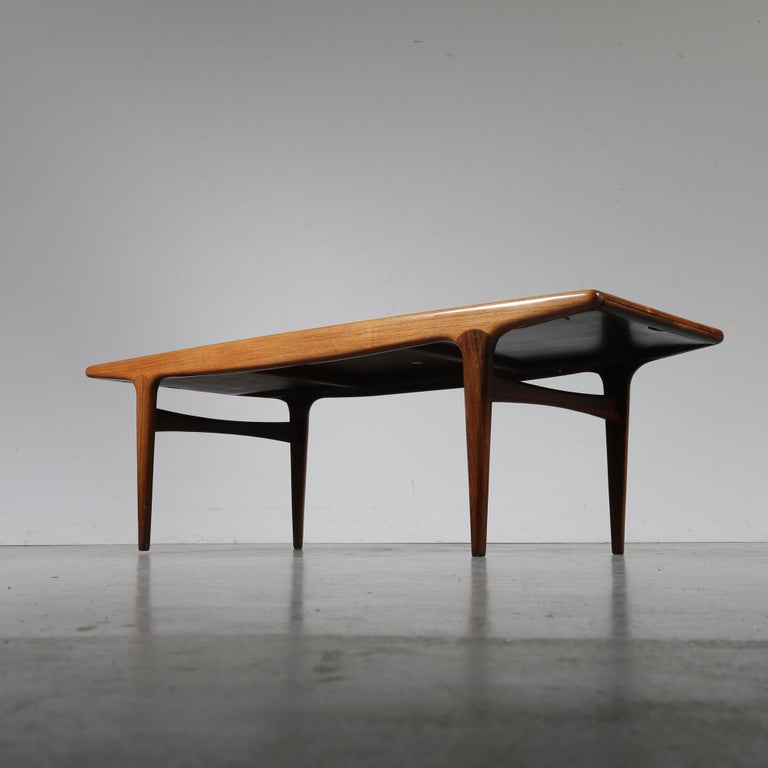 Stunning extendible coffee table by Johannes Andersen, manufactured by Silkeborg Møbelfabrik in Denmark, circa 1960.
