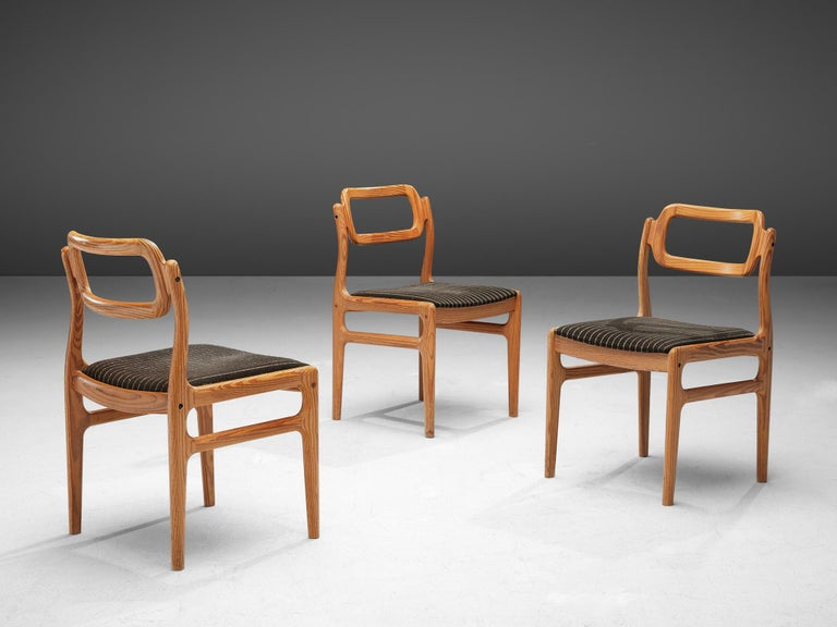 20th Century Johannes Andersen Set of Ten Dining Chairs in Oregon Pine For Sale
