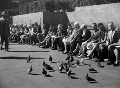Central Park (people sitting with pigeons)