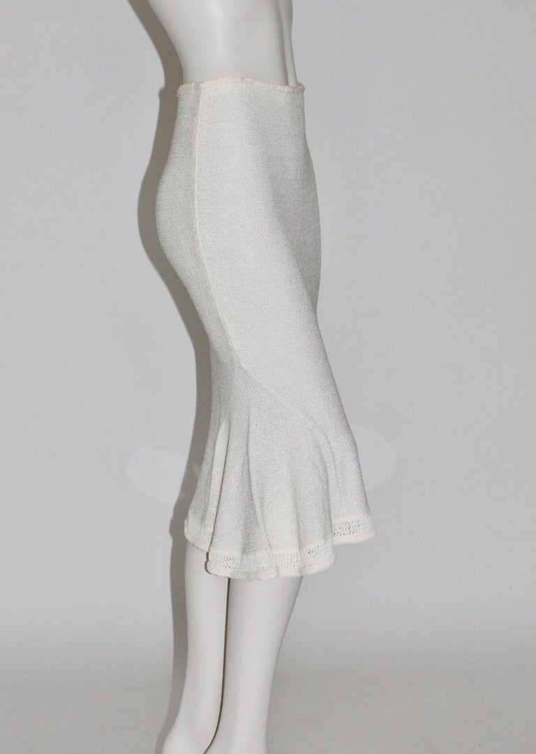We present an eye-catching skirt in the color off white. Easy to combine and it will be your favourite piece at your wardrobe. This high-quality off white knit skirt by John Galliano Paris from the 1990s was made of 70 % Viscose and 30 % Tactel. It
