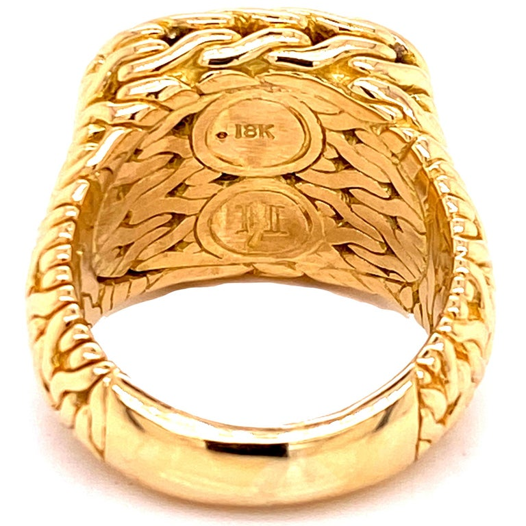 John Hardy Diamond Signet 18 Karat Yellow Gold Ring In Excellent Condition For Sale In Boca Raton, FL