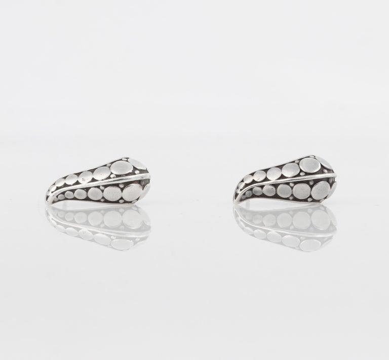 """Women's JOHN HARDY """"Dot"""" Silver Black Carved Geometric Circle J Hoop Pierced Earrings For Sale"""