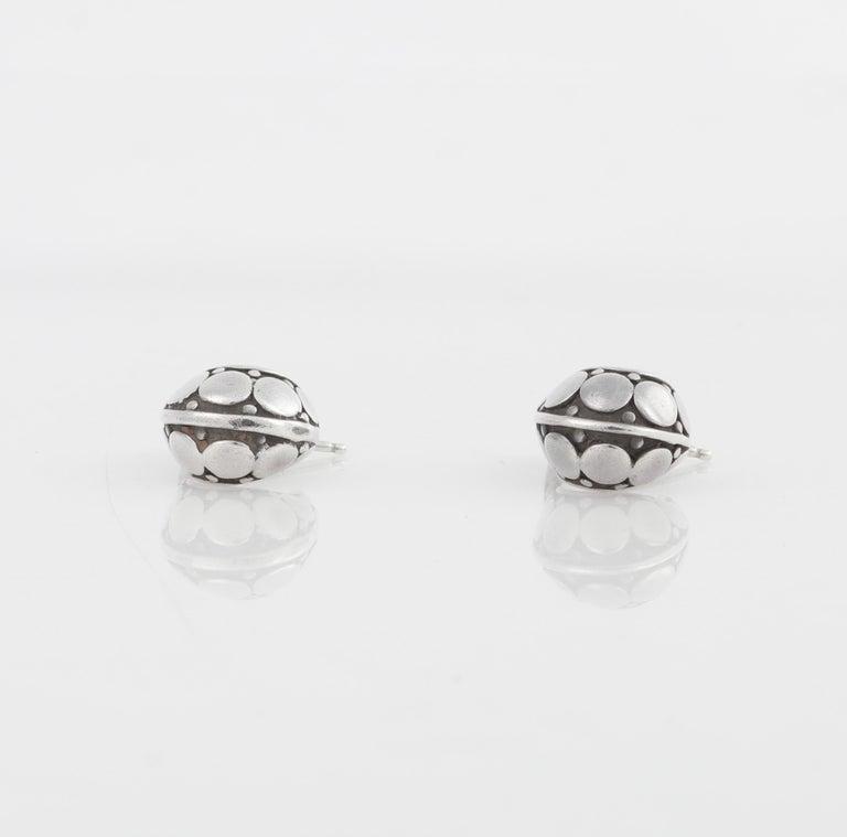 "JOHN HARDY ""Dot"" Silver Black Carved Geometric Circle J Hoop Pierced Earrings For Sale 1"