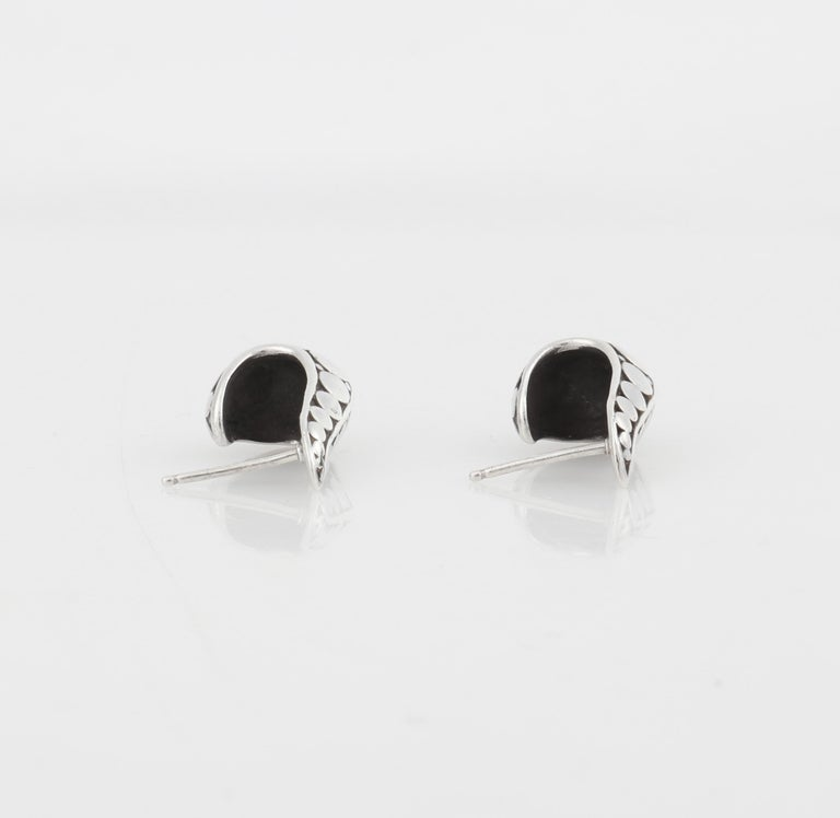 "JOHN HARDY ""Dot"" Silver Black Carved Geometric Circle J Hoop Pierced Earrings For Sale 2"