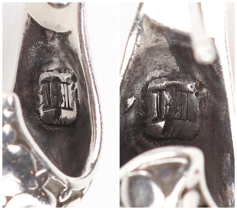 "JOHN HARDY ""Dot"" Silver Black Carved Geometric Circle J Hoop Pierced Earrings For Sale 5"