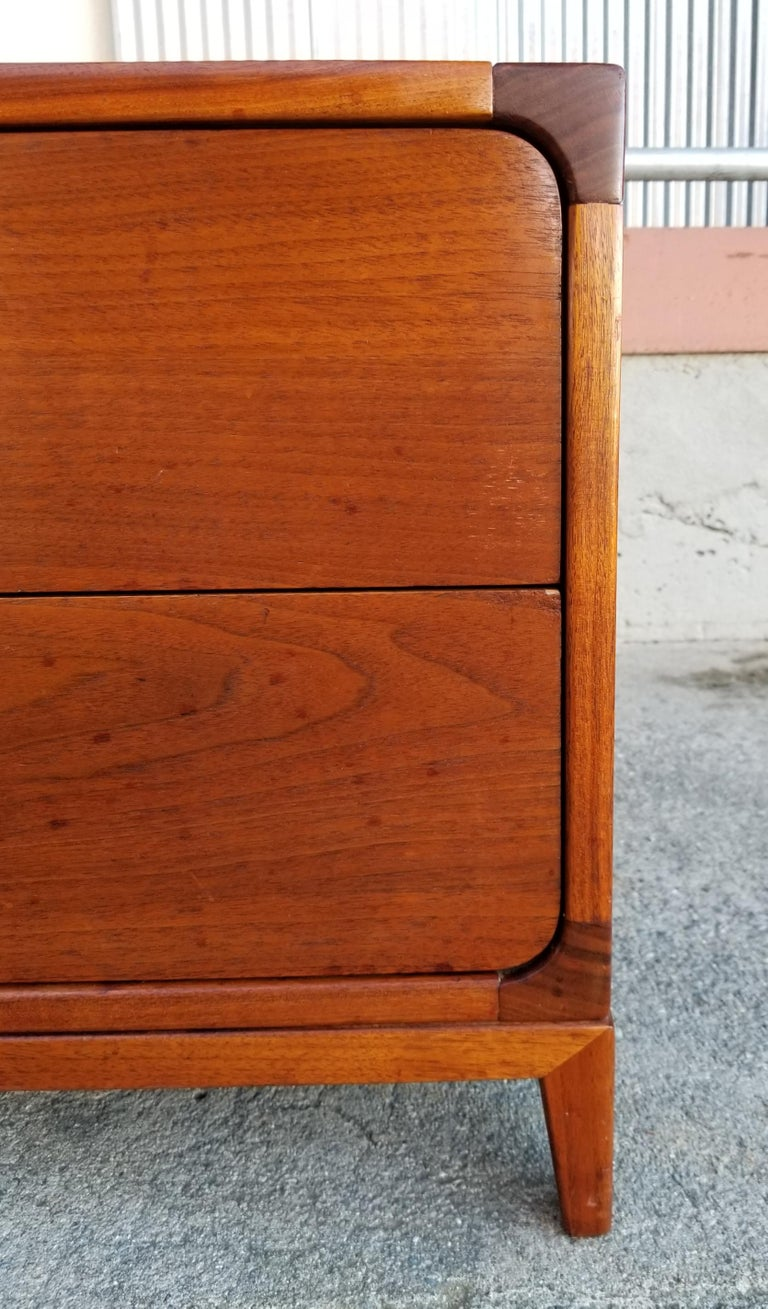 John Keal for Brown Saltman End Table In Good Condition For Sale In Fulton, CA