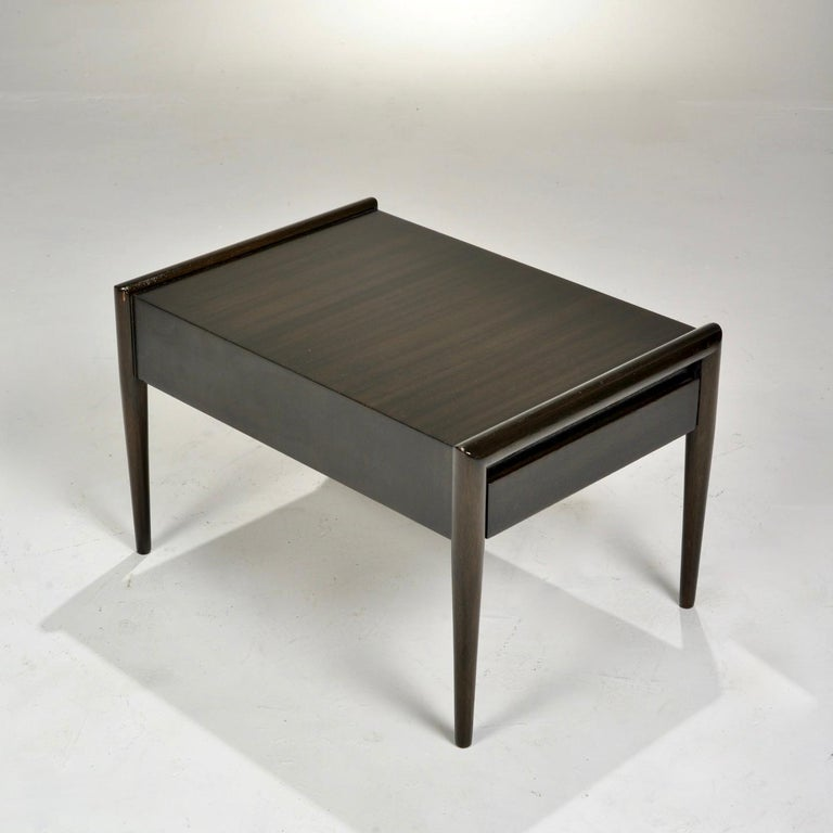 John Keal for Brown Saltman Mahogany Side Table In Good Condition For Sale In Los Angeles, CA