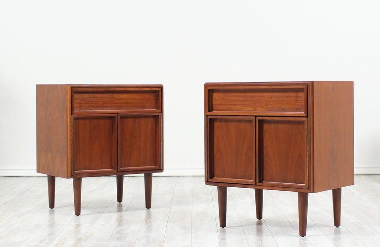 Mid-Century Modern John Keal Walnut Nightstands for Brown Saltman For Sale
