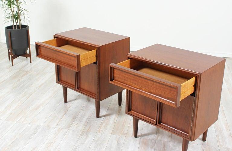 Mid-20th Century John Keal Walnut Nightstands for Brown Saltman For Sale