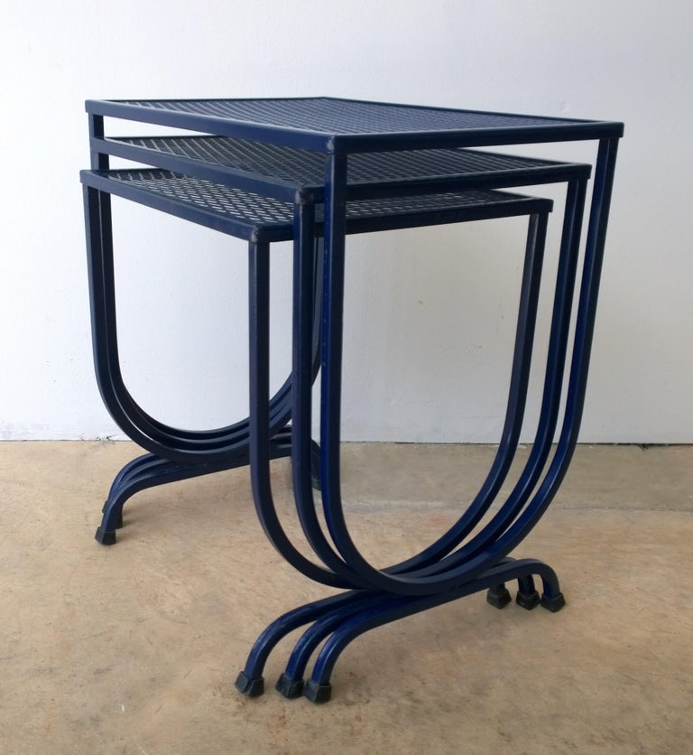 S/3 Salterini Newly Enameled Blue Wrought Iron Patio Stacking / Nesting Tables In Good Condition For Sale In Houston, TX