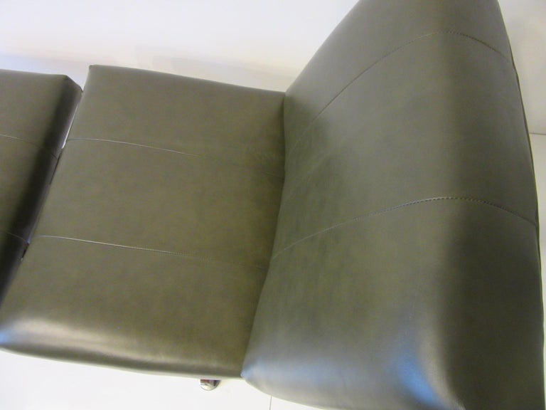 20th Century John Stuart Swiveling Leather Lounge Chair with Ottoman For Sale