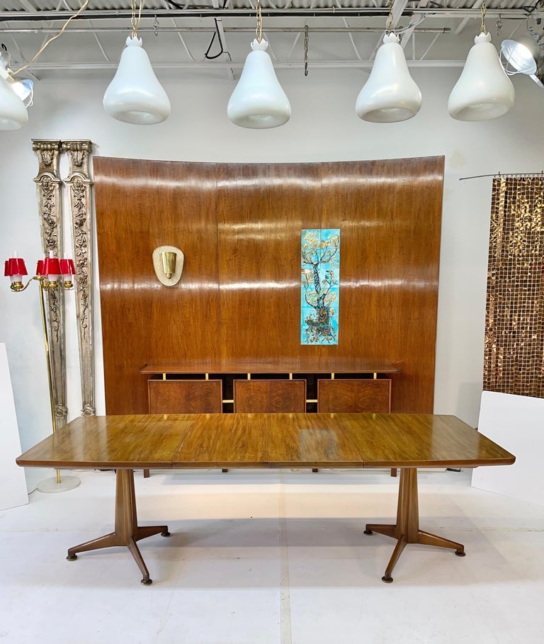 John Widdicomb Extension Dining Table by J. Stuart Clingman In Good Condition In Hingham, MA