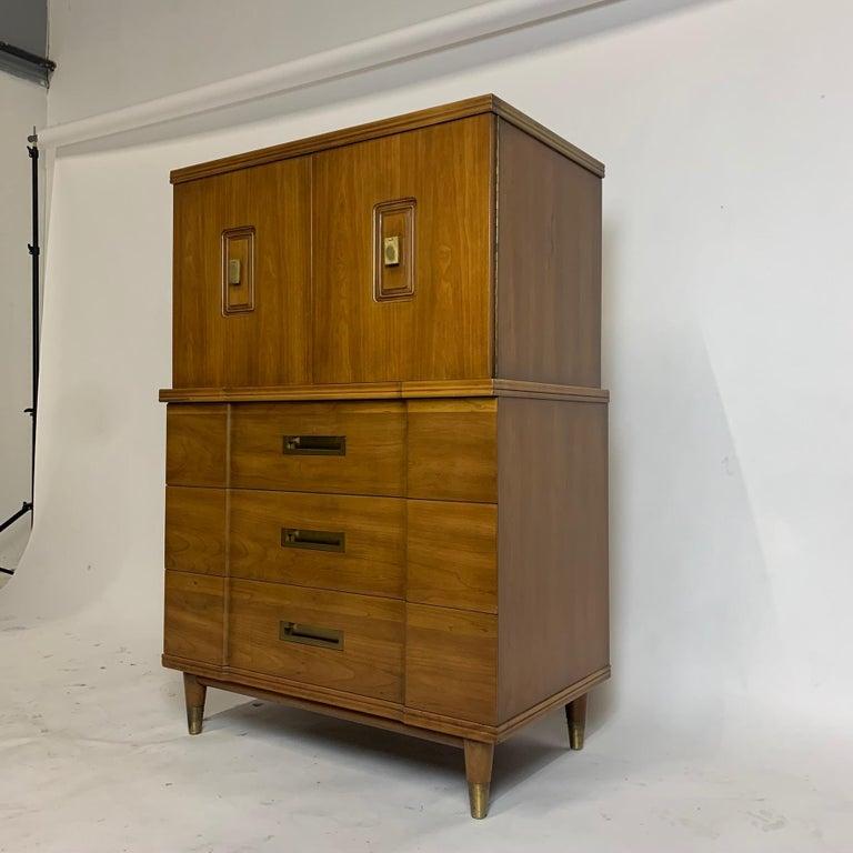 John Widdicomb Gentleman's Chest, Dresser w. Cabinet Solid Wood w Brass Hardware For Sale 5