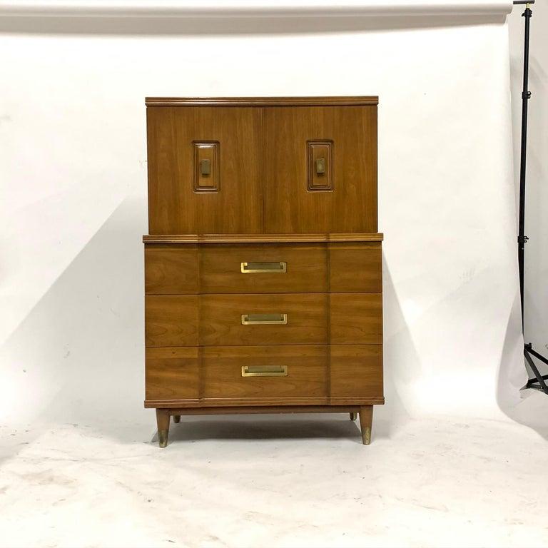 John Widdicomb Gentleman's Chest, Dresser w. Cabinet Solid Wood w Brass Hardware For Sale 6