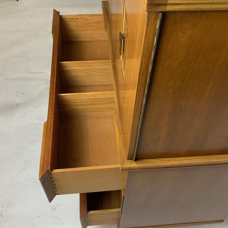 John Widdicomb Gentleman's Chest, Dresser w. Cabinet Solid Wood w Brass Hardware For Sale 7