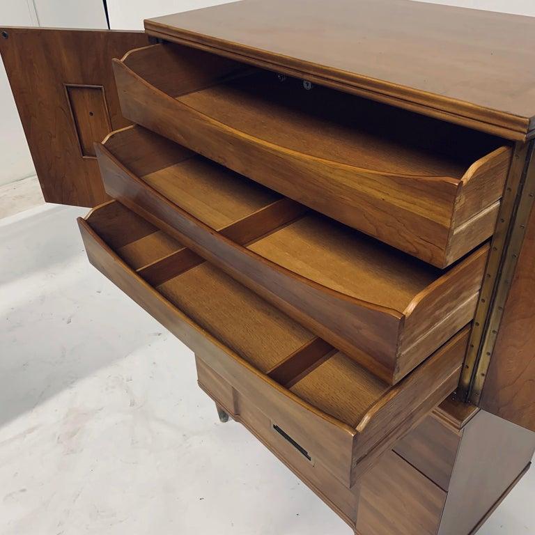 John Widdicomb Gentleman's Chest, Dresser w. Cabinet Solid Wood w Brass Hardware For Sale 9