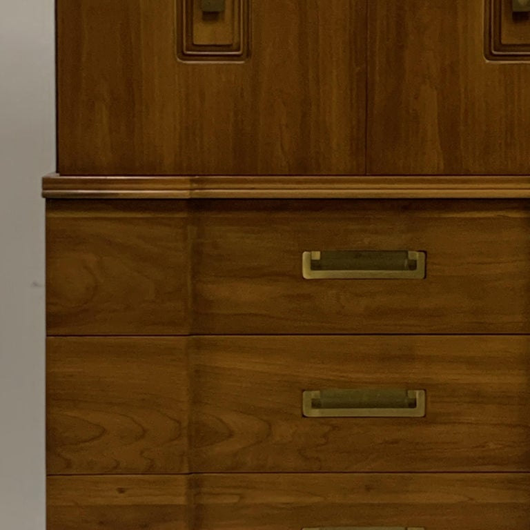 John Widdicomb Gentleman's Chest, Dresser w. Cabinet Solid Wood w Brass Hardware In Good Condition For Sale In Hudson, NY