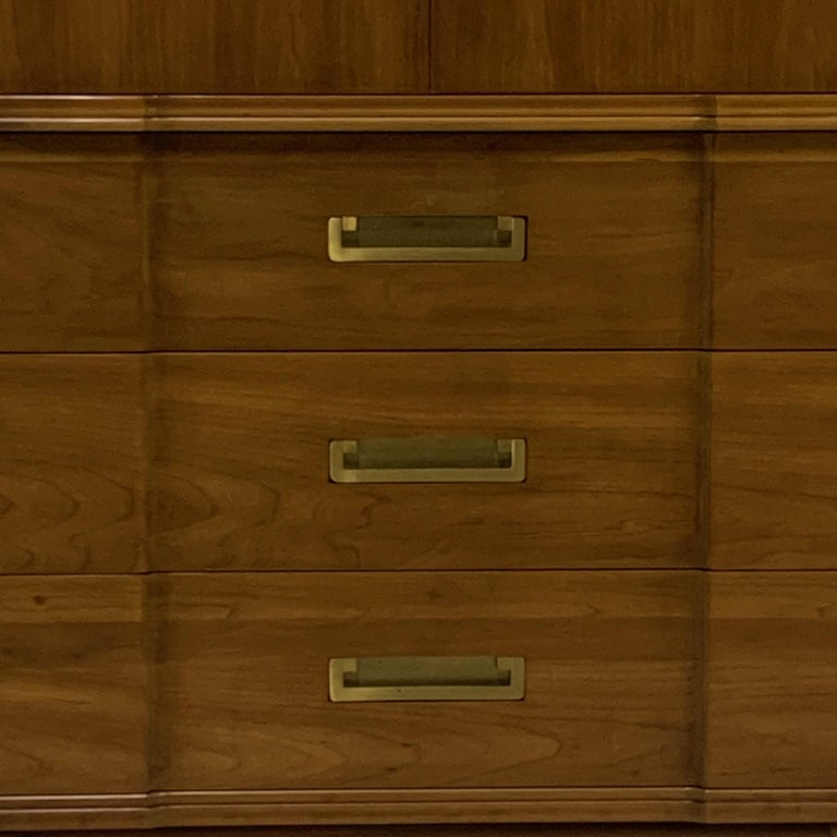 20th Century John Widdicomb Gentleman's Chest, Dresser w. Cabinet Solid Wood w Brass Hardware For Sale