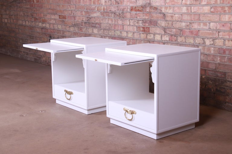 John Widdicomb Hollywood Regency Chinoiserie White Lacquered Nightstands, Pair For Sale 3