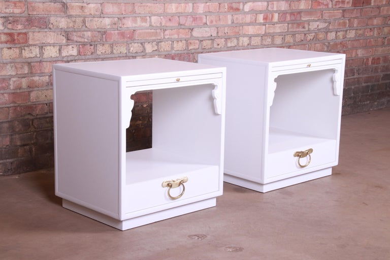 Mid-Century Modern John Widdicomb Hollywood Regency Chinoiserie White Lacquered Nightstands, Pair For Sale