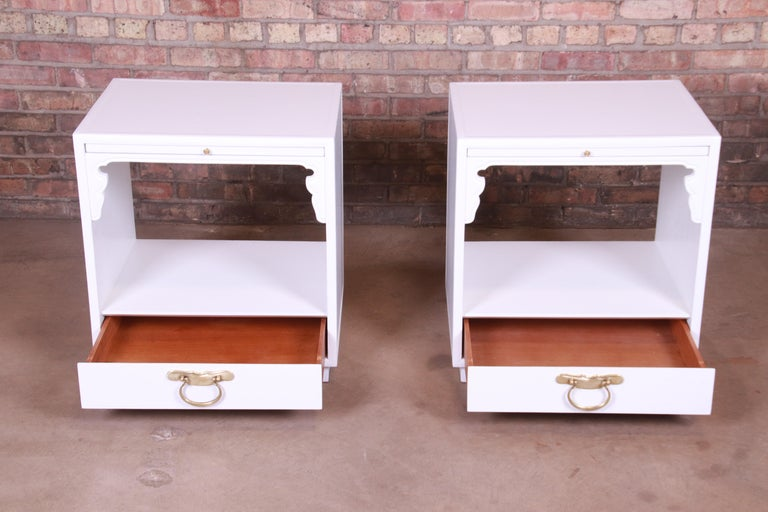 Mid-20th Century John Widdicomb Hollywood Regency Chinoiserie White Lacquered Nightstands, Pair For Sale