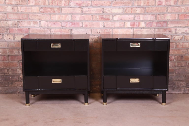 John Widdicomb Mid-Century Modern Black Lacquered Nightstands, Newly Refinished In Good Condition In South Bend, IN