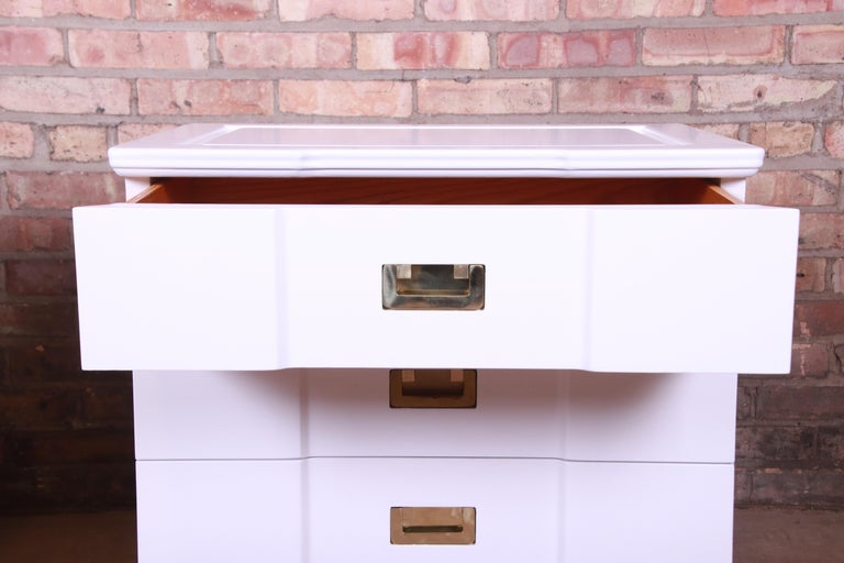 John Widdicomb Mid-Century Modern White Lacquered Nightstands, Newly Refinished For Sale 4