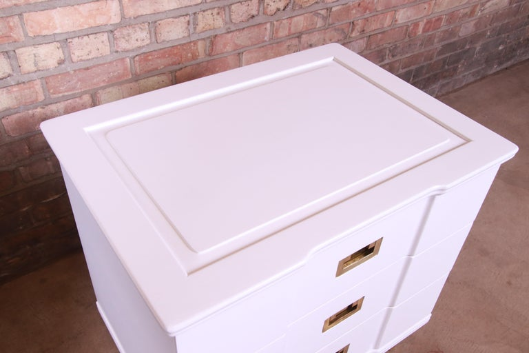 John Widdicomb Mid-Century Modern White Lacquered Nightstands, Newly Refinished For Sale 5