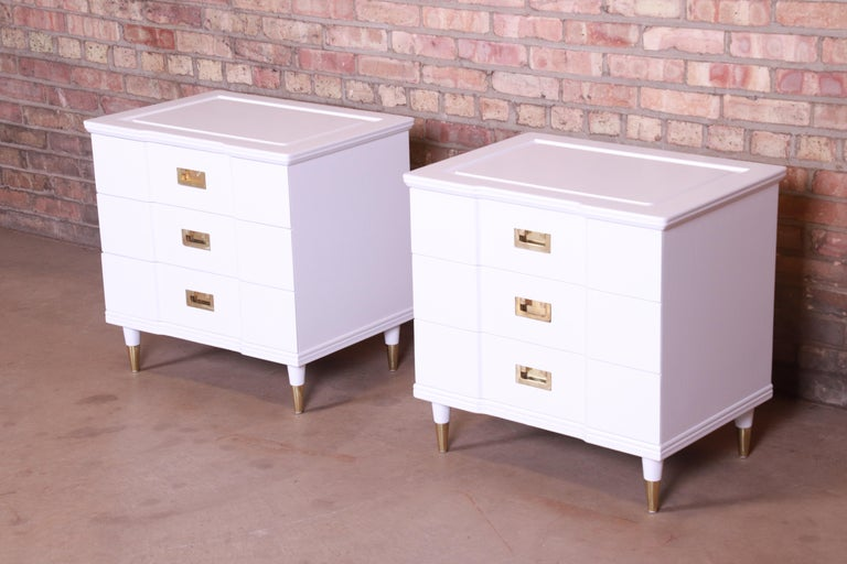 John Widdicomb Mid-Century Modern White Lacquered Nightstands, Newly Refinished In Good Condition For Sale In South Bend, IN