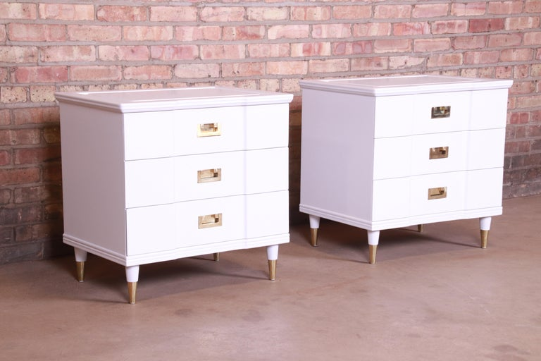 Mid-20th Century John Widdicomb Mid-Century Modern White Lacquered Nightstands, Newly Refinished For Sale