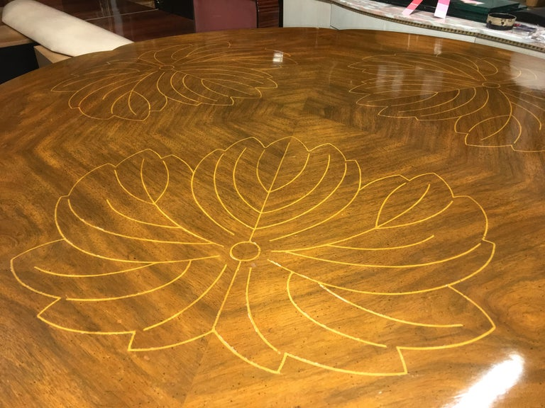 John Widdicomb Scalloped Edge Round Cocktail Table with Inlay For Sale 12
