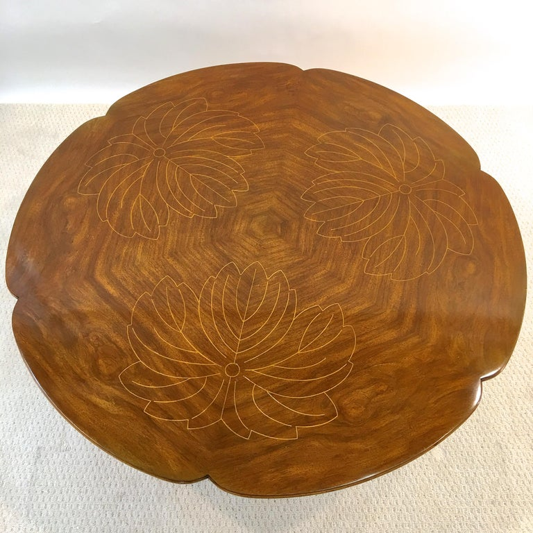 John Widdicomb Scalloped Edge Round Cocktail Table with Inlay For Sale 1