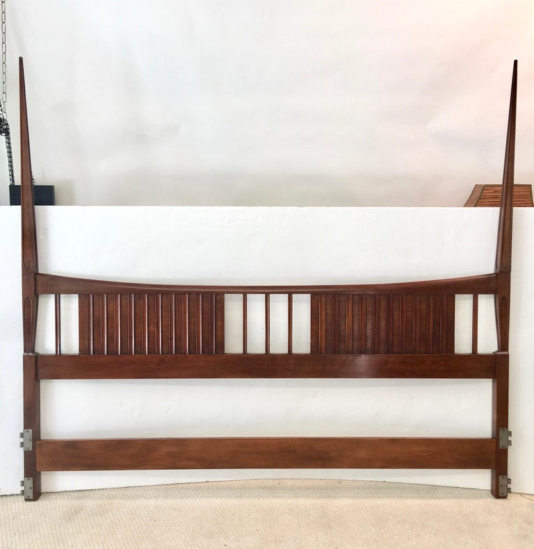 John Widdicomb Mid-Century Modern solid walnut sculptural tall post king size bed headboard with tapered double spires, circa 1960. Also available two-piece bed frame base if desired. Dimensions including frame 79.5