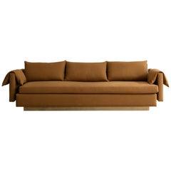 Sofa von Billy Cotton aus gebürstetem Messing mit Baumwollpolsterung